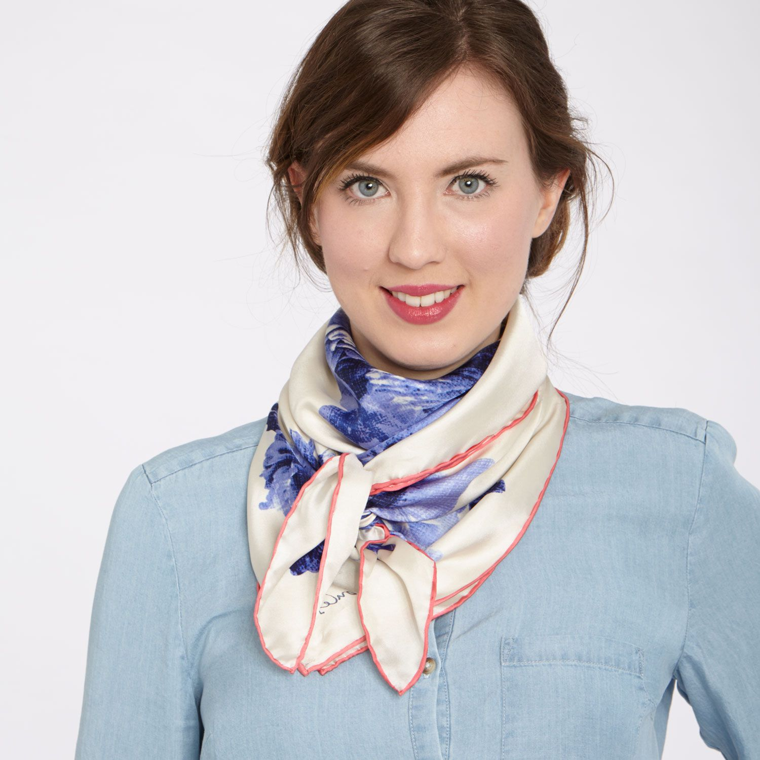 2_SilkScarves_TheAscot
