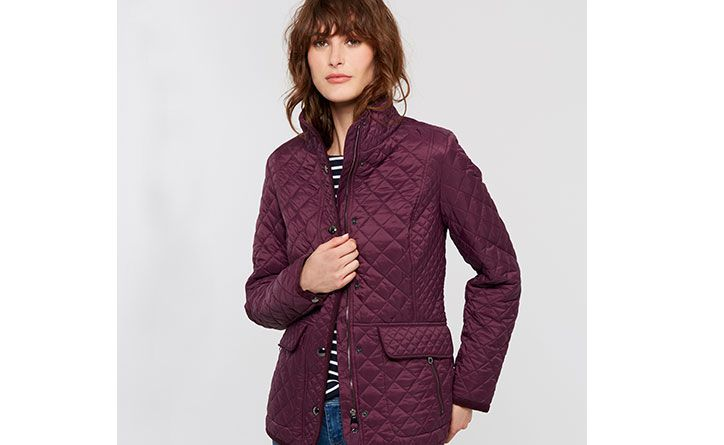 When it comes to quilted jackets, no one does it better. The versatile Newdale is a firm favourite; with a printed lining and cut to a truly flattering fit it's easy to see why.