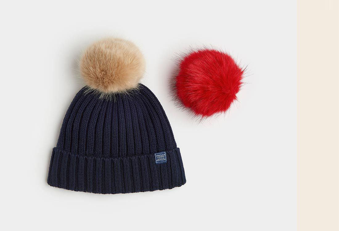 The Pop-A-Pom is a classic bobble hat, so will work wonderfully with all manner of winter coats, knits and accessories – however there are two scarves we recommend wearing it with more than most.