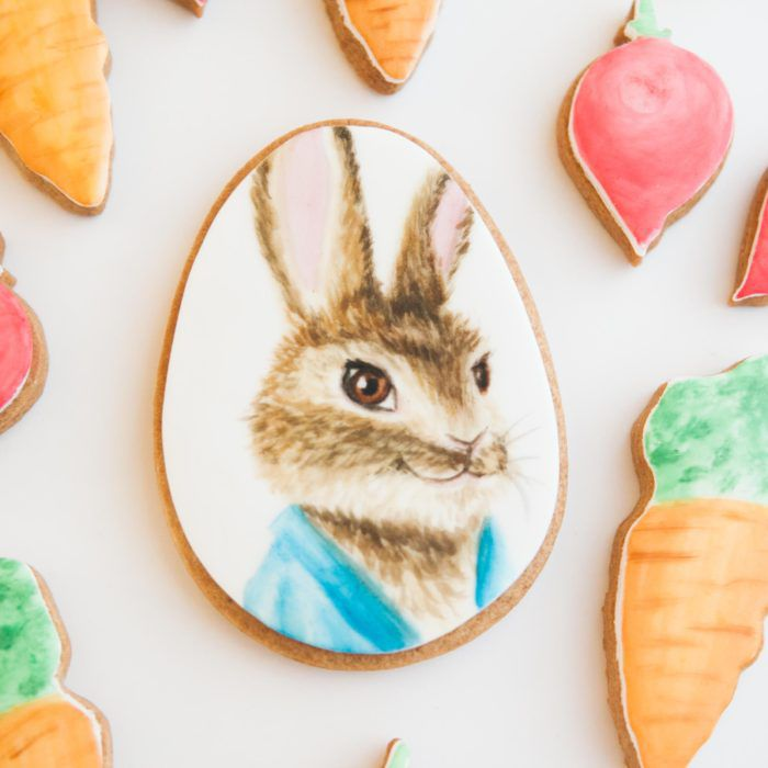 how to bake and decorate peter rabbit themed biscuits