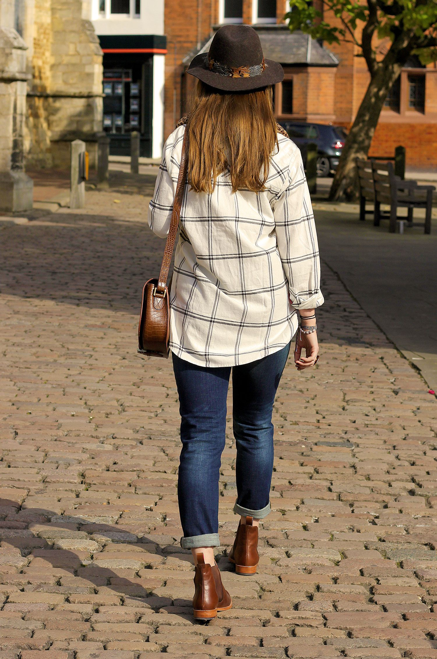 How to Wear Girlfriend Jeans | Joules