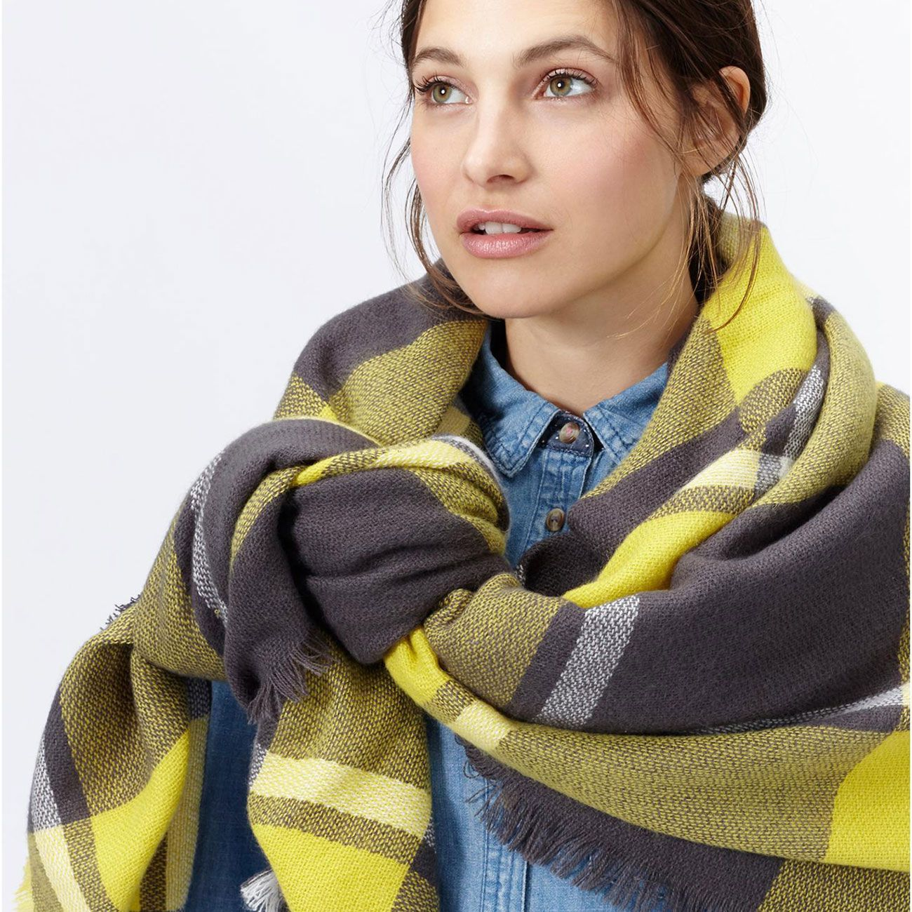 How to large a wear knit scarf advise to wear in summer in 2019