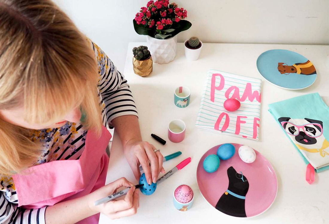 Blogger Alison Perry and her daughter show how to make colour easter eggs this easter